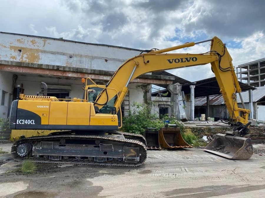 Used Excavator 2010 Volvo EC240CL for Sale - 3
