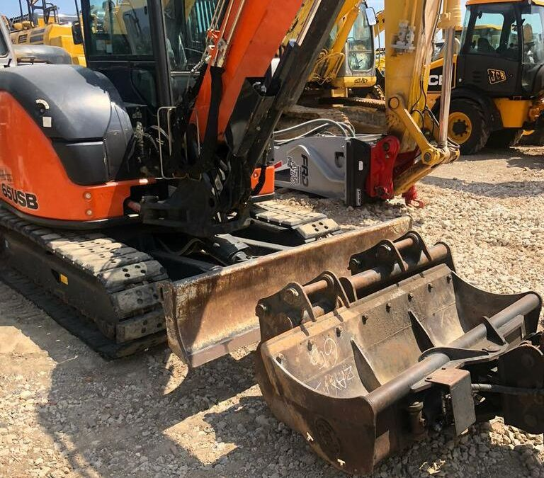 Used Excavator 2017 Hitachi ZX65 for Sale - 3