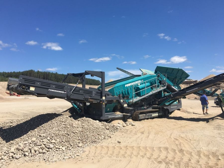 Used Screener 2015 Powerscreen Warrior 1800 for Sale - 1