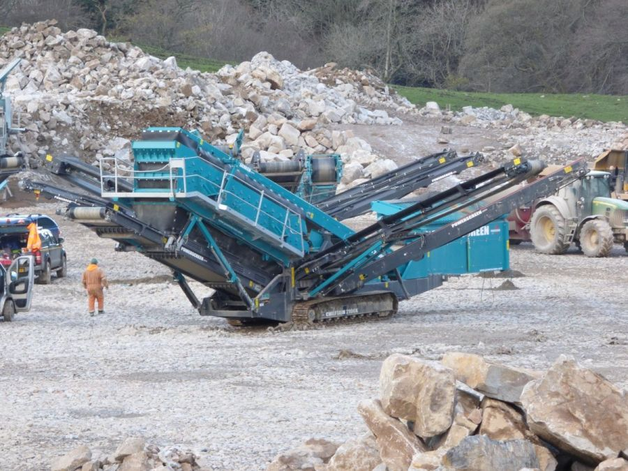 Used Screener 2015 Powerscreen Chieftain 2100X for Sale - 1