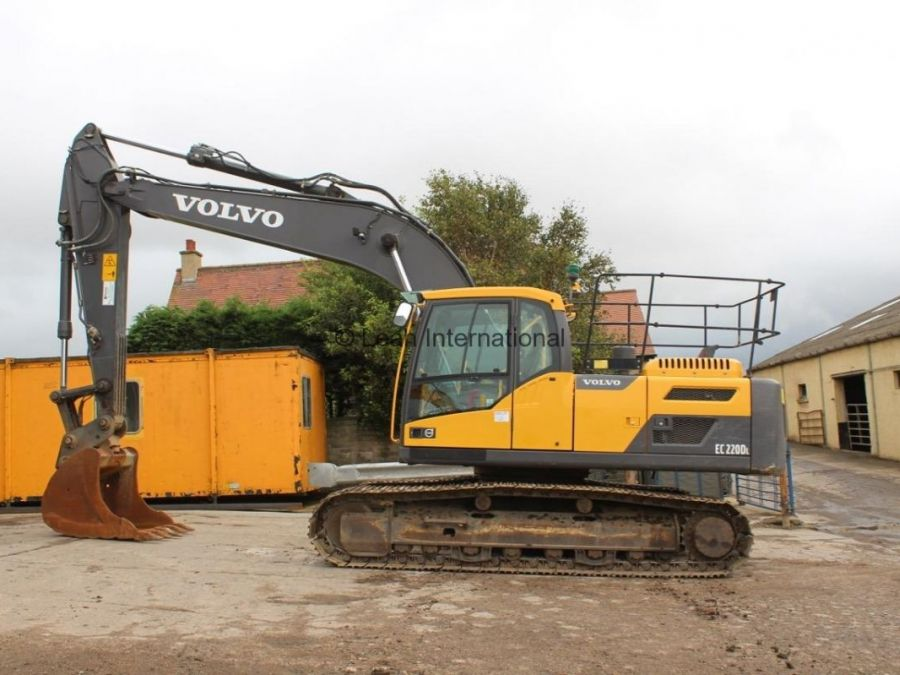 Used Excavator 2014 Volvo EC220D for Sale - 1