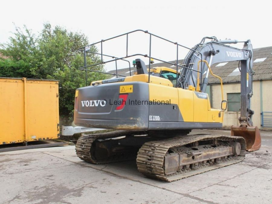 Used Excavator 2014 Volvo EC220D for Sale - 3