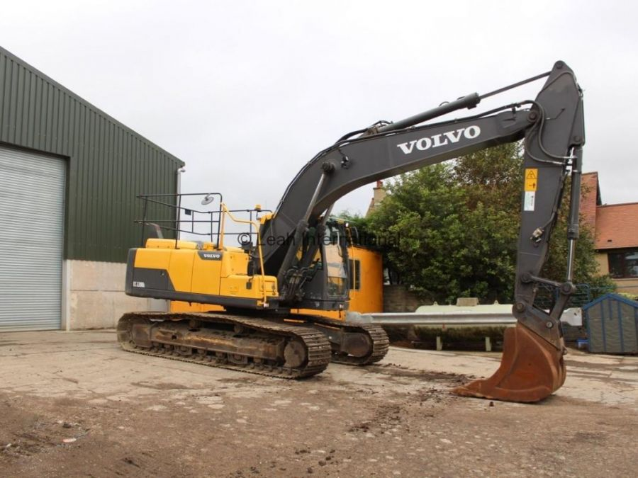 Used Excavator 2014 Volvo EC220D for Sale - 4