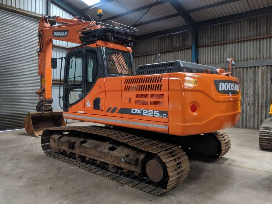 Used Excavator 2014 Doosan DX225LC for Sale - 2 - Thumbnail
