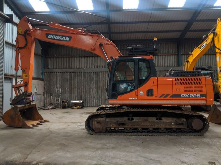 Used Excavator 2014 Doosan DX225LC for Sale - 1 - Thumbnail