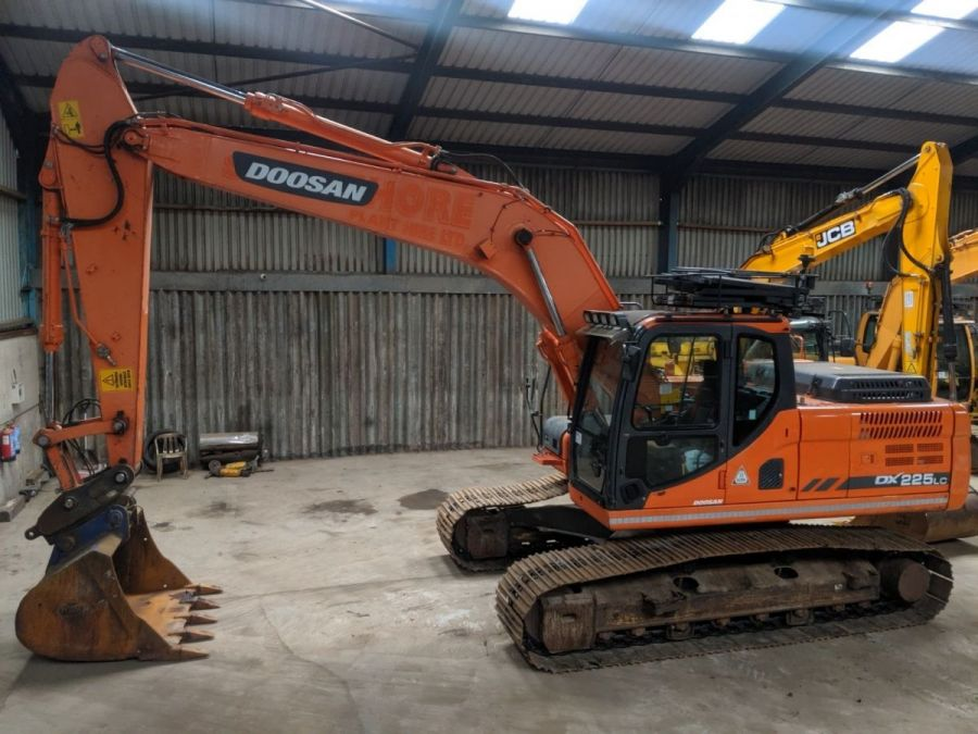 Used Excavator 2014 Doosan DX225LC for Sale - 4 - Thumbnail
